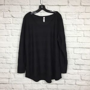 LuLaRoe 2xl Solid Black Lynnae Pintuck Long Sleeve